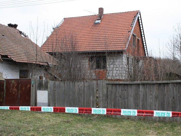 V tomto domě uhořel sedmapadesátiletý muž.