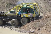 Ze závodů truck trialů v Milovicích