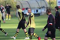 Z fotbalového utkání okresního přeboru Předhradí - Loučeň (2:1)
