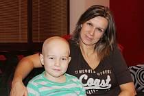 Adámek Novotný se svou maminkou v motolské nemocnici.
