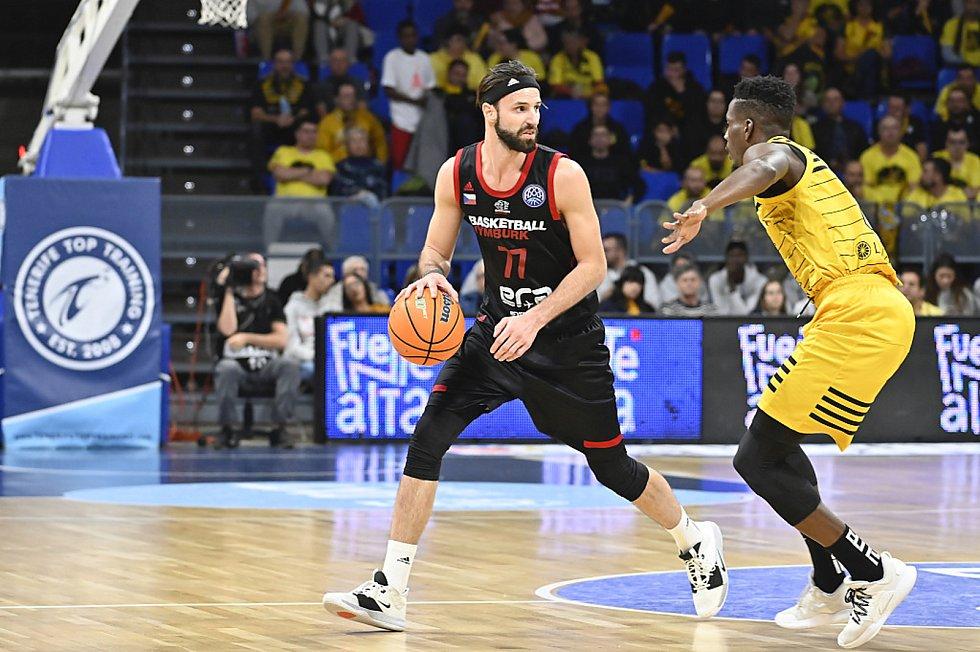 Z basketbalového utkání Ligy mistrů Tenerife - Nymburk (84:89).