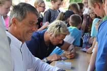 Jan Železný rozdával podpisy dětem na Sportovním dni na Tyršáku