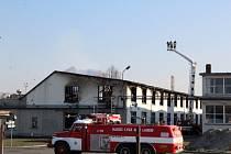 Požár výrobní haly ve firmě Kovona v Lysé nad Labem.