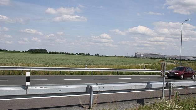 Místo nad kruhovým objezdem v severní průmyslové zóně, kde by měl stát obchodní dům OBI
