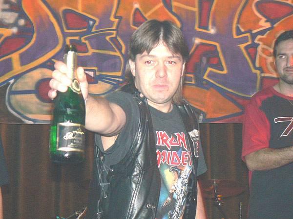 Martin Kunc, zvaný Jeph desku polil šampaňským