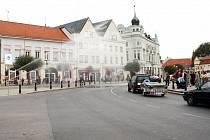 Právě na tomto místě na Jiřího náměstí by podle některých názorů mohl vzniknout malý kruhový objezd.