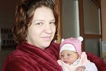 PRVOROZENÁ JE ZE STARÉ LYSÉ. Natálie Zemanová potěšila rodiče Lucii a Jakuba ze Staré Lysé, když se jim narodila ve středu 31. října 2012 ve 14.05 hodin. Předem očekávaná holčička přišla na svět s mírami 51 cm a 3 720 g.