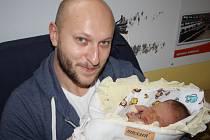 PRINCEZNA ELIŠKA. Eliška MIROVSKÁ se rozeběhla do světa 15. prosince 2015 v 1.17 hodin. Rodiče Mirka a Filip věděli, že si domů do Nymburka odvezou dcerku, ale že bude vážit 4 040 g a měřit 54 cm, to nečekali.