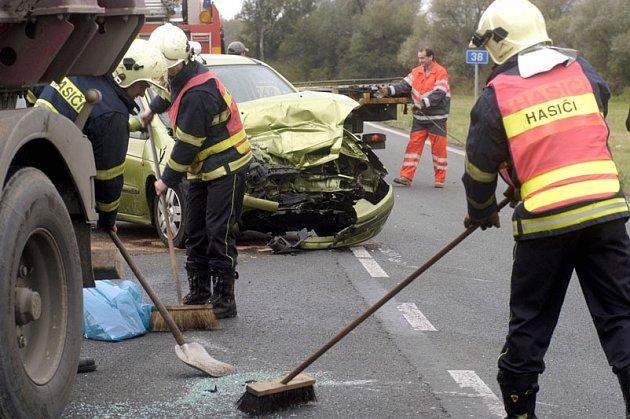 Nehoda u Pňova - Předhradí zablokovala tah z Nymburka na Kolín