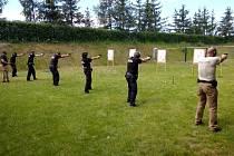 Nymburští strážnici se potkali na střelbách ve Dvorech.