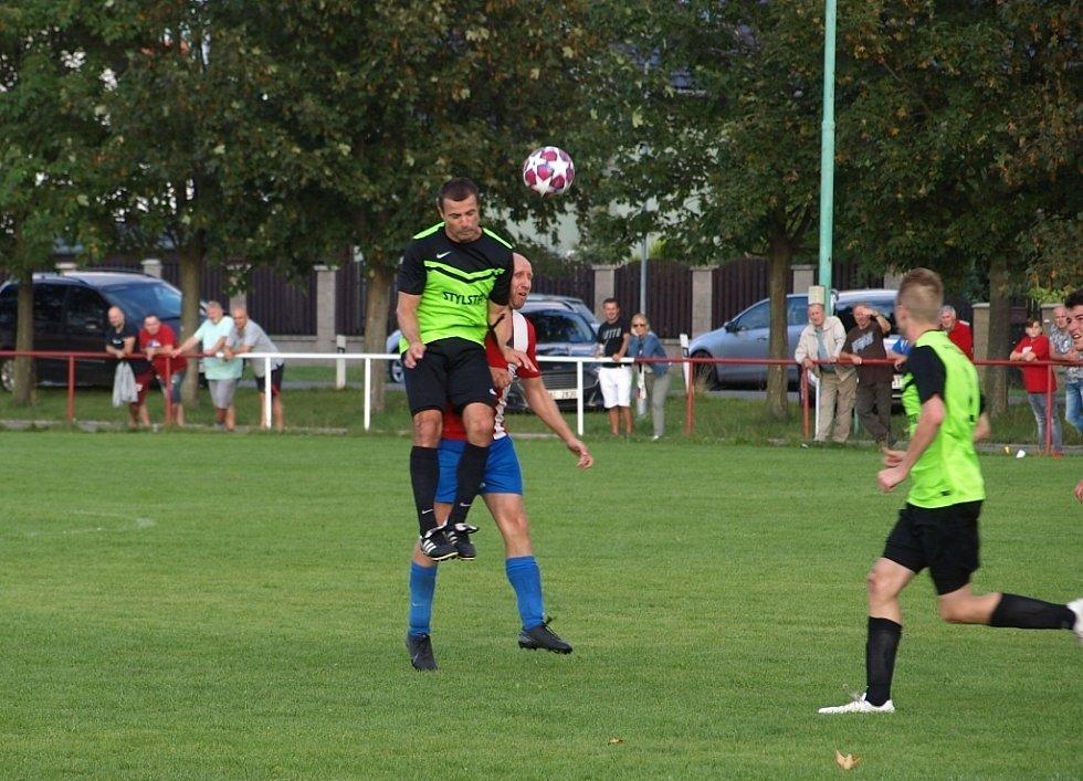 Z fotbalového utkání I.B třídy Pátek - Městec Králové (3:0)