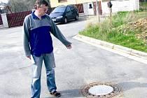 Problémy s novou kanalizací měli po havárii v roce 2009 obyvatelé například v Kluku.
