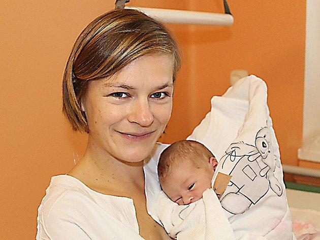 JANA JE PRVNÍ V RODINĚ. Jana Spěšná se narodila 8. října 2017 v 11.23. Vážila 3 260 g a měřila 49 cm. Doma je v Třebestovicích s maminkou Michaelou a tátou Jiřím.