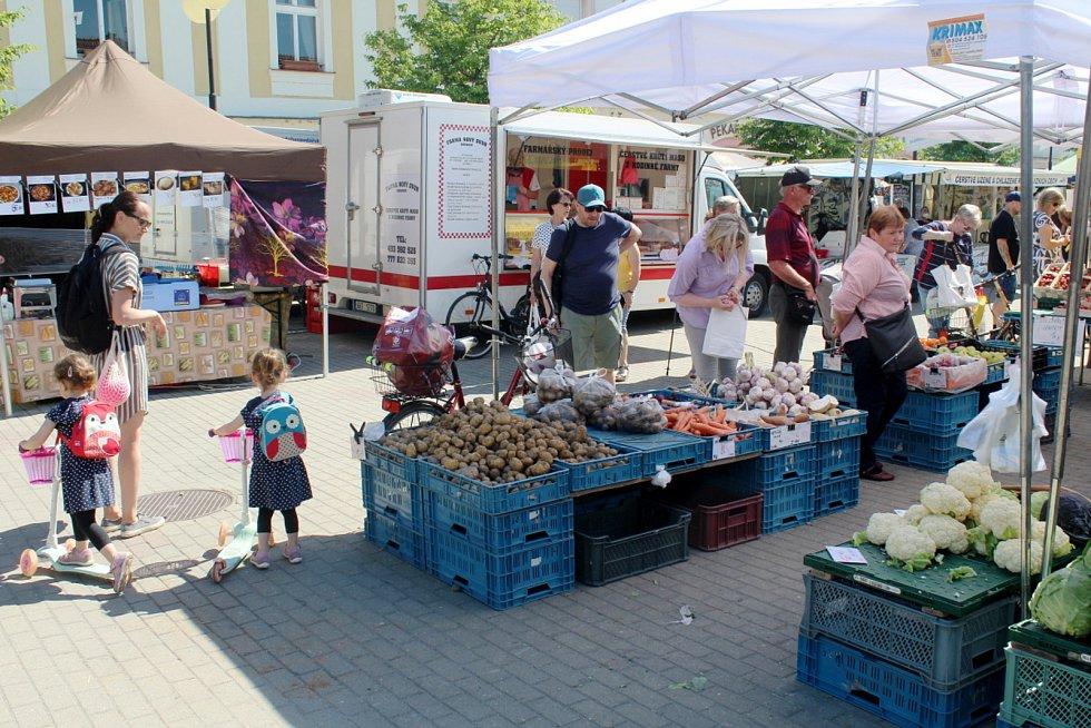 Farmářské trhy na poděbradském náměstí.