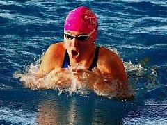 TŘI STŘÍBRA. Plavkyně Lokomotivy Nymburk Tereza Konšelová skončila třikrát na druhém místě