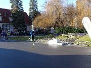 Poslední den uplynulého roku se v poděbradském lázeňském parku sportovalo.