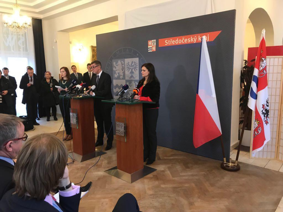 Delegace ukončila svůj dnešní program na závěrečné tiskové konferenci v Poděbradech, kde premiér v demisi spolu s hejtmankou Jaroslavou Pokornou Jermanovou shrnuli hlavní výstupy z dnešní cesty po regionu.