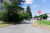 Ulice Generála Antonína Sochora na nymburském sídlišti.