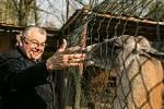 Kardinál Dominik Duka strávil dopoledne v jiřické věznici.