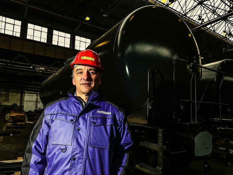 V areálu nymburské firmy Nymwag, výrobce železničních vagonů. Na snímku ředitel Petr Vlček.
