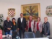 Zástupci souboru u daruvarského starosty Damira Lnenička.