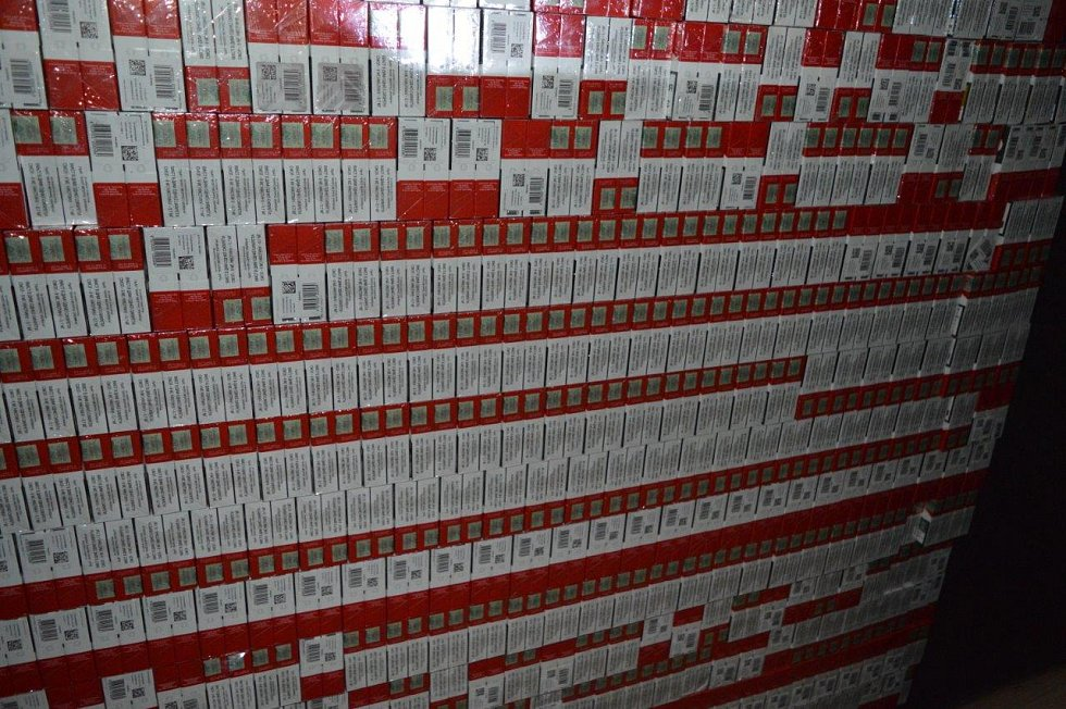 Celníci v krabičkách označených ukrajinskou tabákovou nálepkou napočítali téměř 166 tisíc. České kolky ale chyběly.