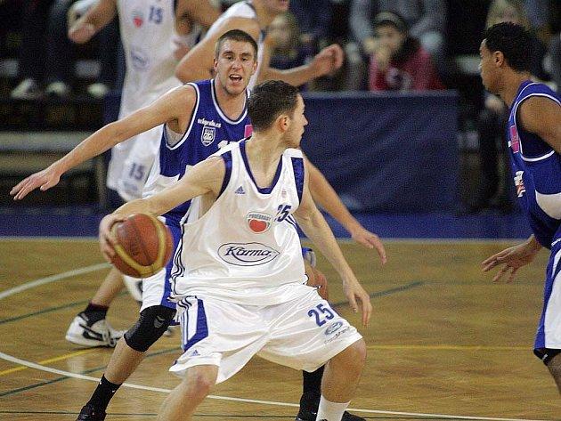 Z basketbalového utkání Mattoni NBL Poděbrady - USK Praha.