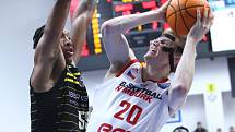 Nymburský basketbalista Hayden Dalton