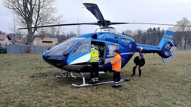 Dva případy zraněných dívek po pádu z koně řešili policisté a záchranáři. Snímky jsou ze zásahu na Praze východ.