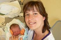 EMA BYDLÍ V TŘEBESTOVICÍCH. Ema Bičišťová se narodila v pondělí 22. dubna 2013 v 1.54 hodin, kdy měřila 45 cm a vážila 2 320 g. Rodiče Ondřej Bičiště a Petra Vopařilová si dceru odvezli domů do Třebestovic.