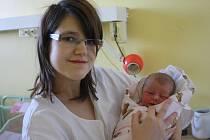 ELIŠKA JE PRVOROZENÁ. Eliška Bašusová se narodila v kolínské nemocnici coby prvorozená 19. března 2014 mamince Bronislavě a tatínkovi Pavlovi z Libice nad Cidlinou. Holčička po narození měřila 50 centimetrů a vážila 3 145 gramů.
