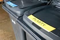 Nymburk zavádí třídění plastů a papíru přímo u domu po celém městě.