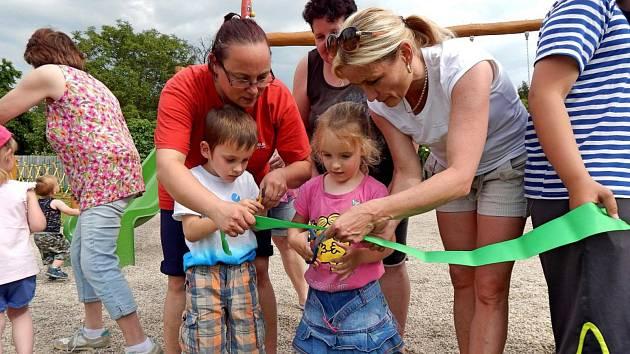 Nové dětské hřiště otevřeli ve Vápensku.