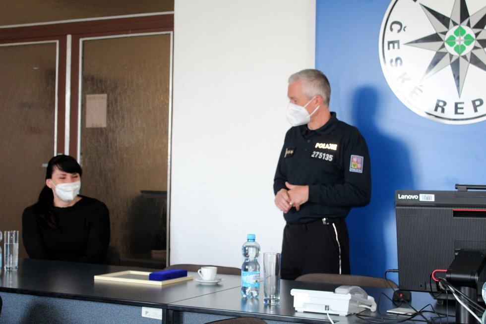 Policejní rada Marek Šmíd, vlevo Ivana Buriánková, ředitelka projektu Gentleman silnic.