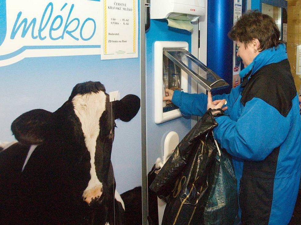 Automat na čerstvé mléko u supermarketu Senimo