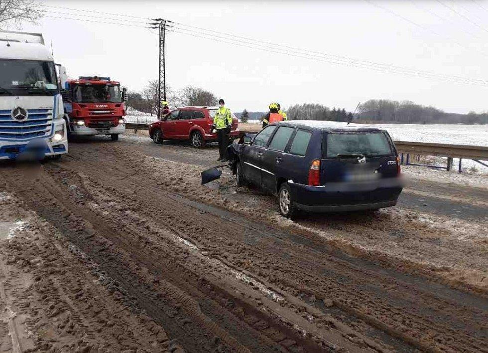 Nehody kvůli ledovce a sněžení v Olomouckém kraji - 7. a 8. 2. 2021