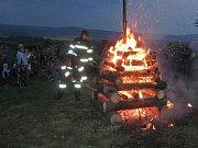 Hasiči z Nové Hradečné hlídají pálení