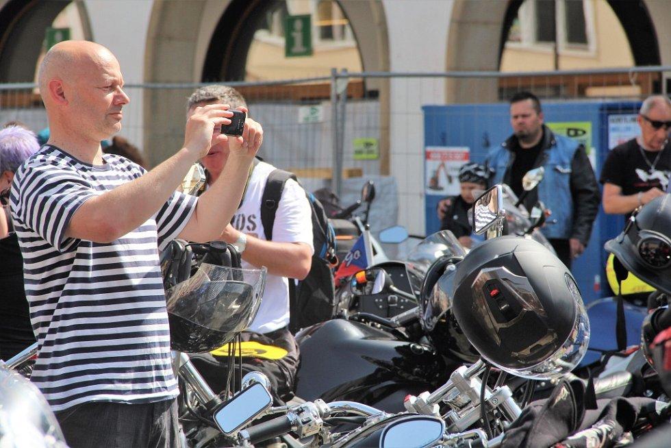 Sraz motorkářů a moto-fanoušků v centru Olomouce