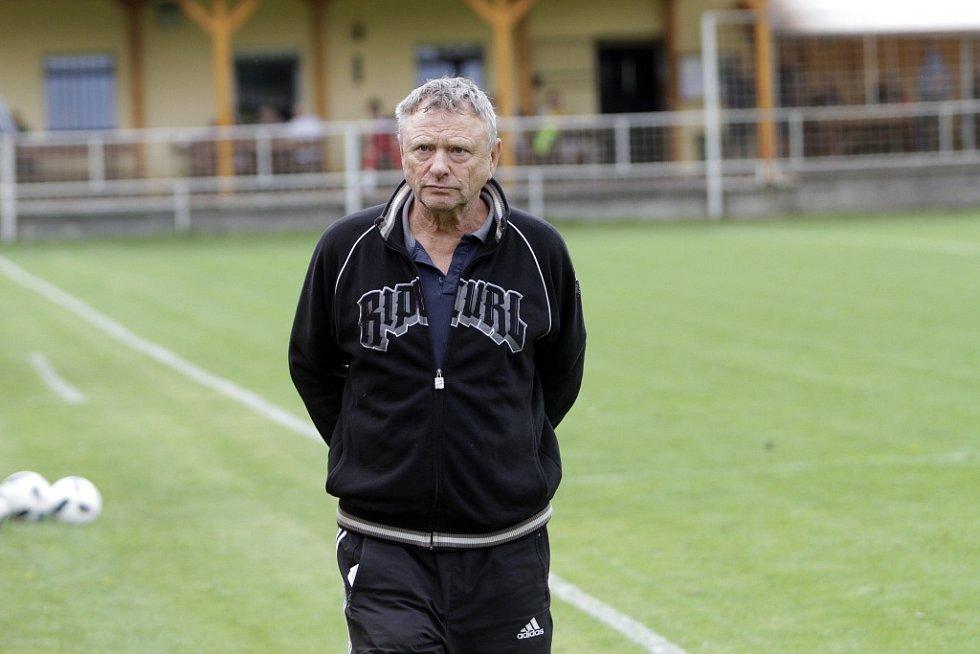 Nové Sady pořádaly memoriál Jiřího Brücknera k uctění památky zesnulého funkcionáře, zvítězil B-tým Sigmy Olomouc. Karel Trnečka, trenér FK Nové Sady.