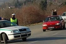 Policisté odklánějí řidiče mířící na Svatý Kopeček.