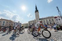 Peloton Czech Tour v rámci 2. etapy projíždí Litovlí.
