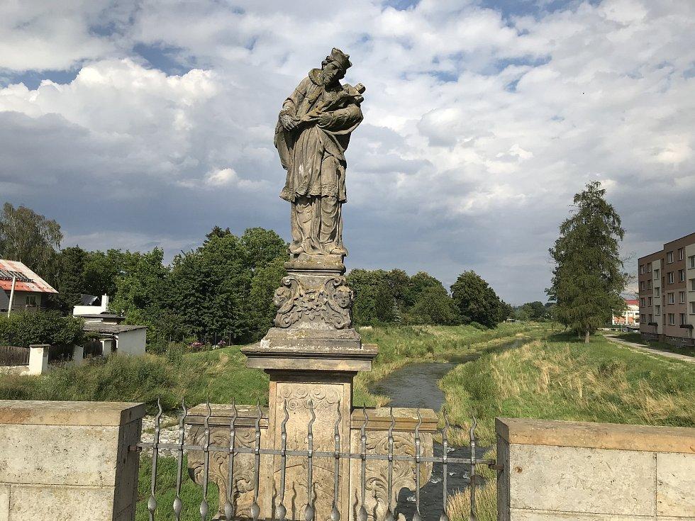 Svatojánský most byl dostavěn kolem roku 1592 a je nejstarším mostem na území Moravy. Uprostřed mostu je umístěna socha sv. Jana Nepomuckého, 23. července 2020
