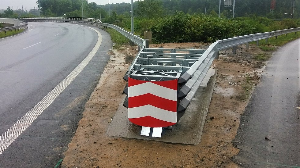Silnice I/35 vOlomouci bude vybavena novými svodidly a tlumičem nárazu.