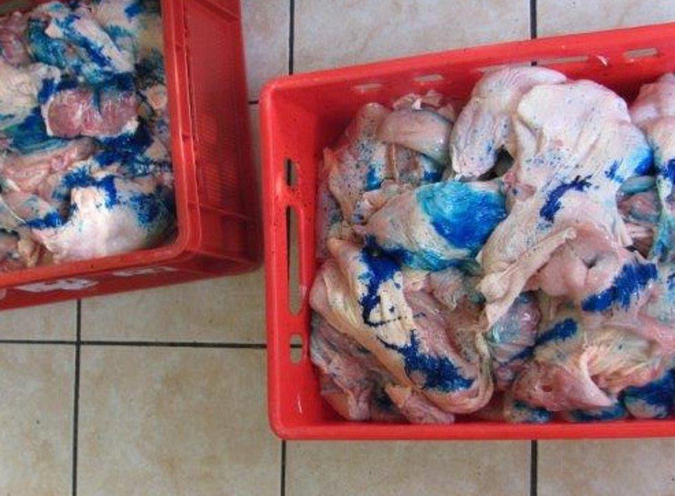 Státní veterinární správa (SVS) odhalila spolu s celníky v dodávce 240 kilogramů neoznačeného masa.