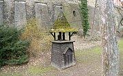 Původní zvonička nedaleko Jihoslovanského mauzolea v Bezručových sadech v Olomouci