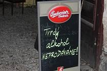 Oznámení před olomouckou pivnicí U čerta v Kateřinské ulici