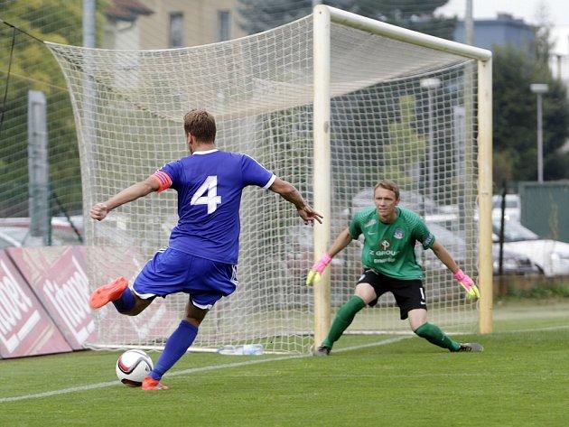 B-tým Sigmy (v modrém) porazil B-tým Slovácka 1:0