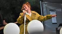 Ewa Farna si zazpívala na festivalu Šternberský kopec.