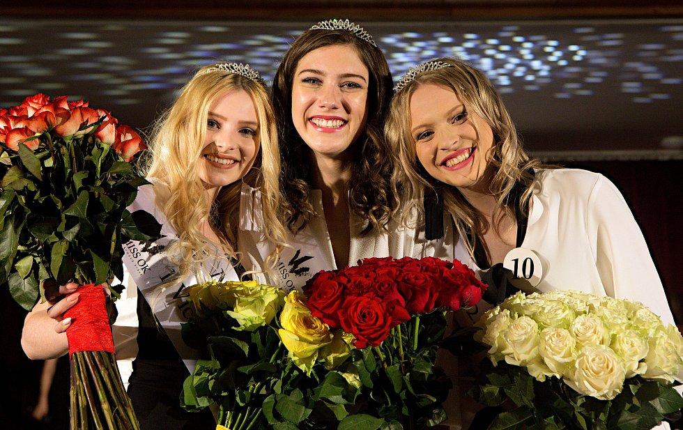 Jitka Hoczová ( uprostřed )1. vícemis  Nikol Vencová ( vlevo )2. vícemis  Simona Kamešová ( vpravo ). Semifinále 6.ročníku soutěže Miss OK ve Velké Bystřici.Miss
