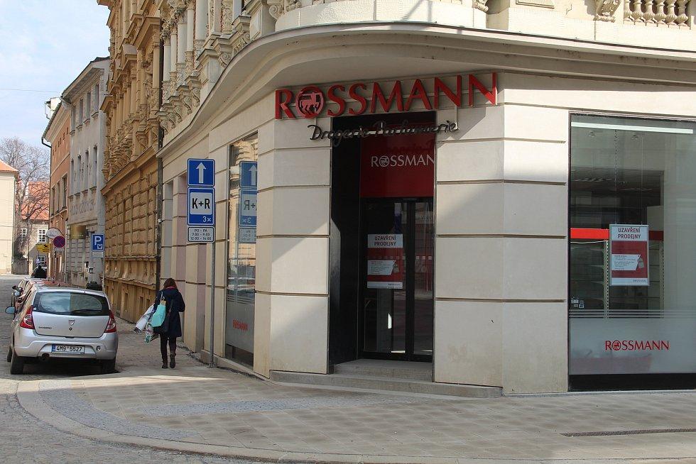 Společnost Rossmann opustila prodejnu ve Slovenské ulici v centru Olomouce po 19 letech.